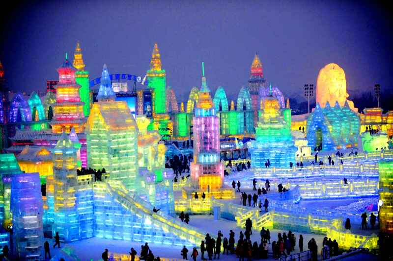 visitors-tour-in-the-ice-0b84-harbin