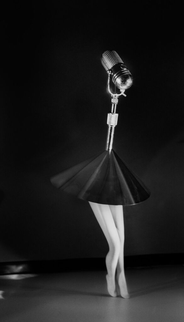 Laurie Simmons, Walking Microphone with Skirt, 1989.