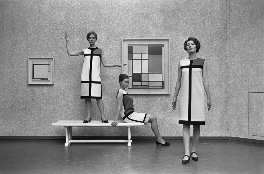 Trois robes de cocktail, hommage à Piet Mondrian. ©Yves Saint Laurent - photo Eric Koch - Nationaal Archief