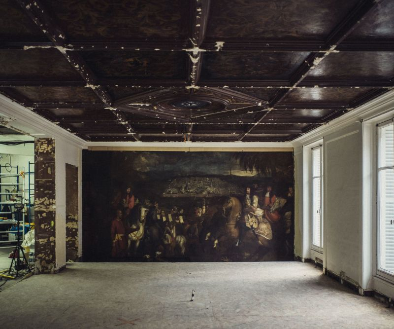 A room has been found during construction at the Oscar de la Renta store in Paris. It contains murals from the 18th century and a highly ornamental ceiling. Benoit Janson and his team of restorers will work on it until May 2019.  © Julien Mignot/The New York Times *** Local Caption *** 15173453