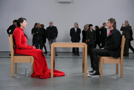 Marina Abramovic au MoMA pour sa performance The Artist Is Present en 2010