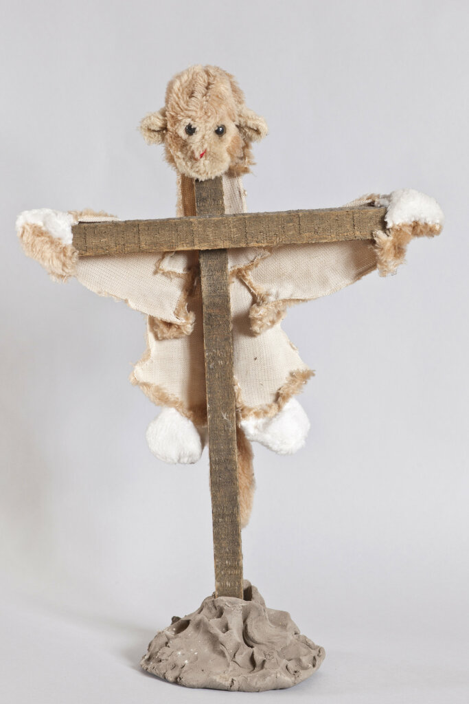 Annette Messager Le nounours crucifié, 1998