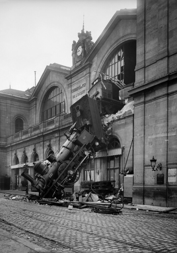 L'accident de la gare Montparnasse. Paris, 22 octobre 1895.