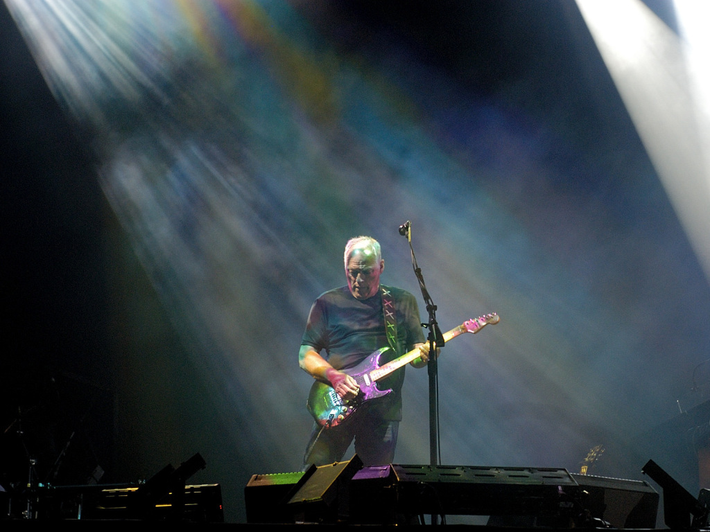 David_Gilmour_in_Munich_July_2006