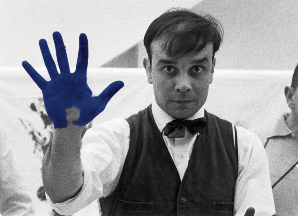 Portrait d'Yves Klein réalisé à l'occasion du tournage de Peter Morley The Heartbeat of France