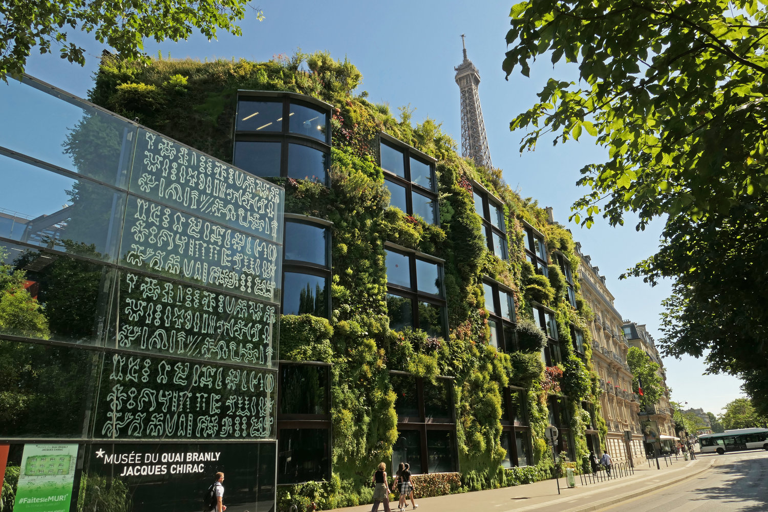 https://www.arts-in-the-city.com/wp-content/uploads/2019/07/quaibranlyjacqueschiracmuseumverticalgarden13yearsafteritscreationjune2017.jpg