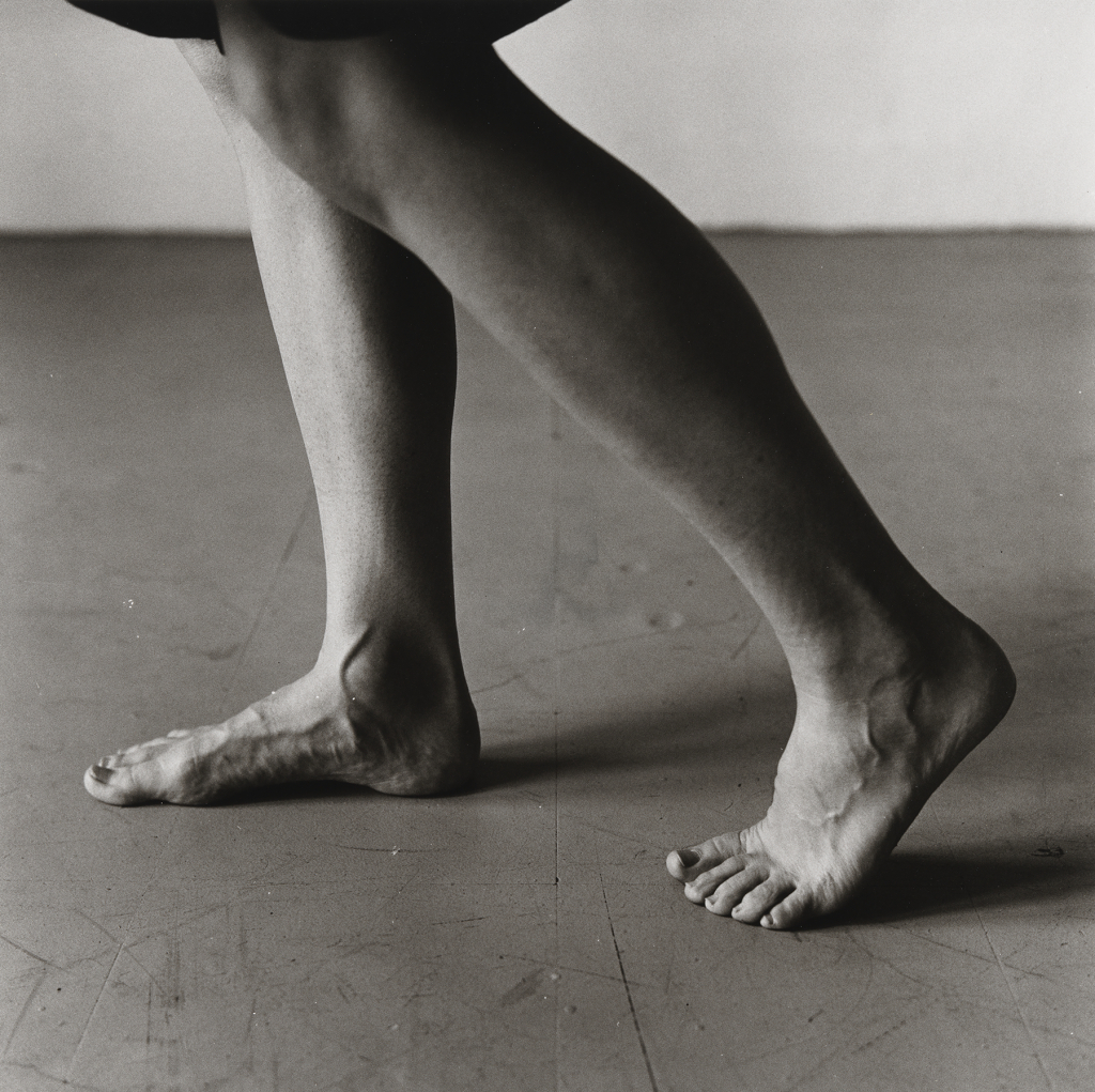 2. Peter Hujar, Dana Reitz's Legs, Walking, 1979 Tirage gélatino-argentique, Peter Hujar Archive LLC