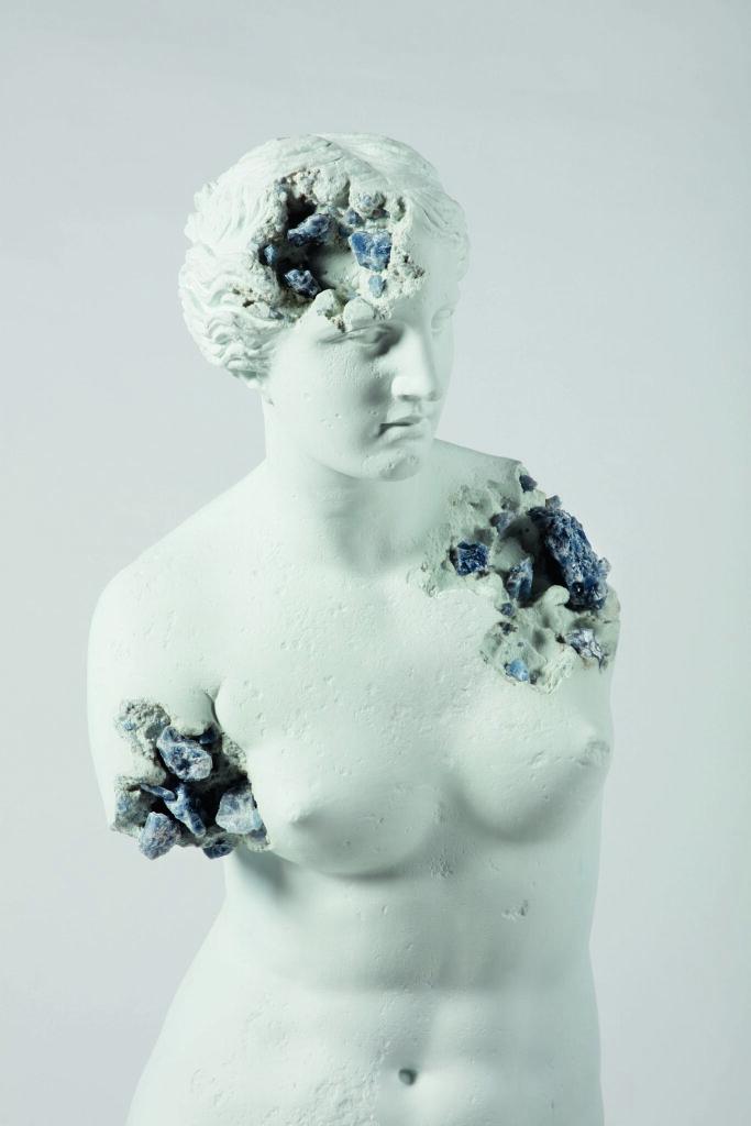 Daniel Arsham à a gaelrie Perrotin, Arsham, Blue Calcite Eroded Venus of Milo