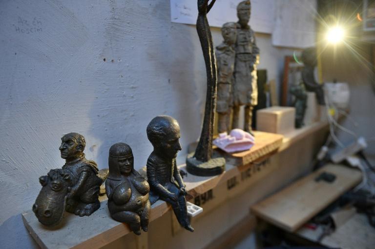 Des statues du sculpteur Mihaly Kolodko sont exposées dans son atelier à Vac (près de Budapest), le 11 décembre 2019