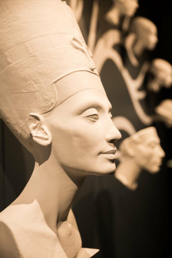 Nefertiti, généalogie, Décor