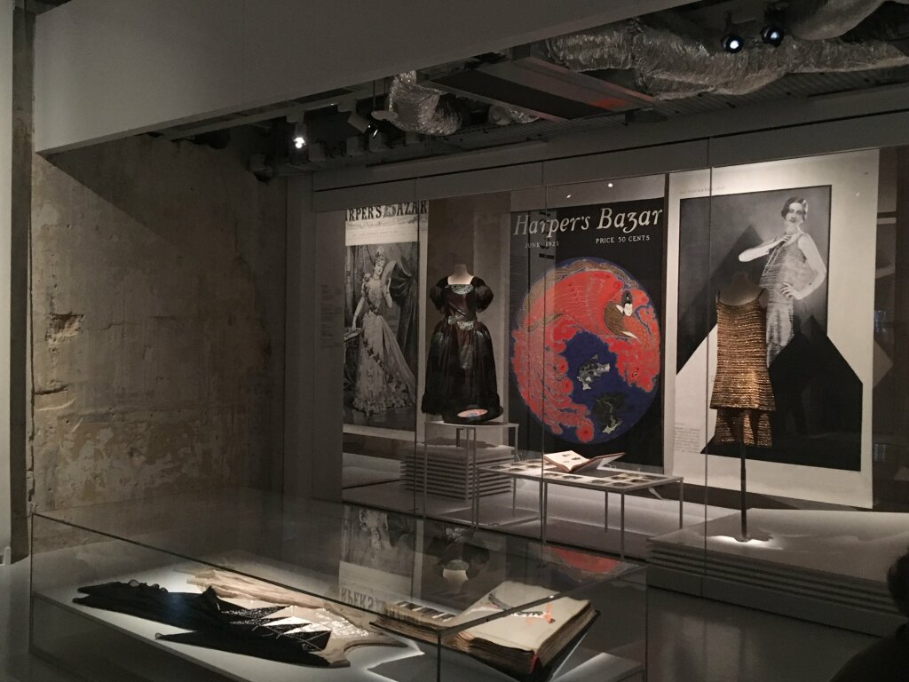 harpers bazaar musée des arts décoratifs vue de l'exposition2690
