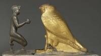 Le roi Taharqa et le faucon Hémen © musée du Louvre, C. Décamps