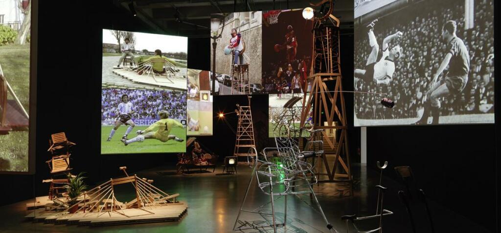 """Vue de l'exposition de Taro Izumi, """"Pan"""", Palais de Tokyo"""