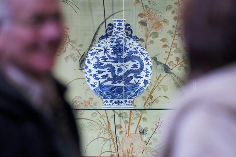 La gourde en porcelaine de l'empereur Qianlong le 7 mars 2020 au Palais Jacques-Coeur à Bourges
