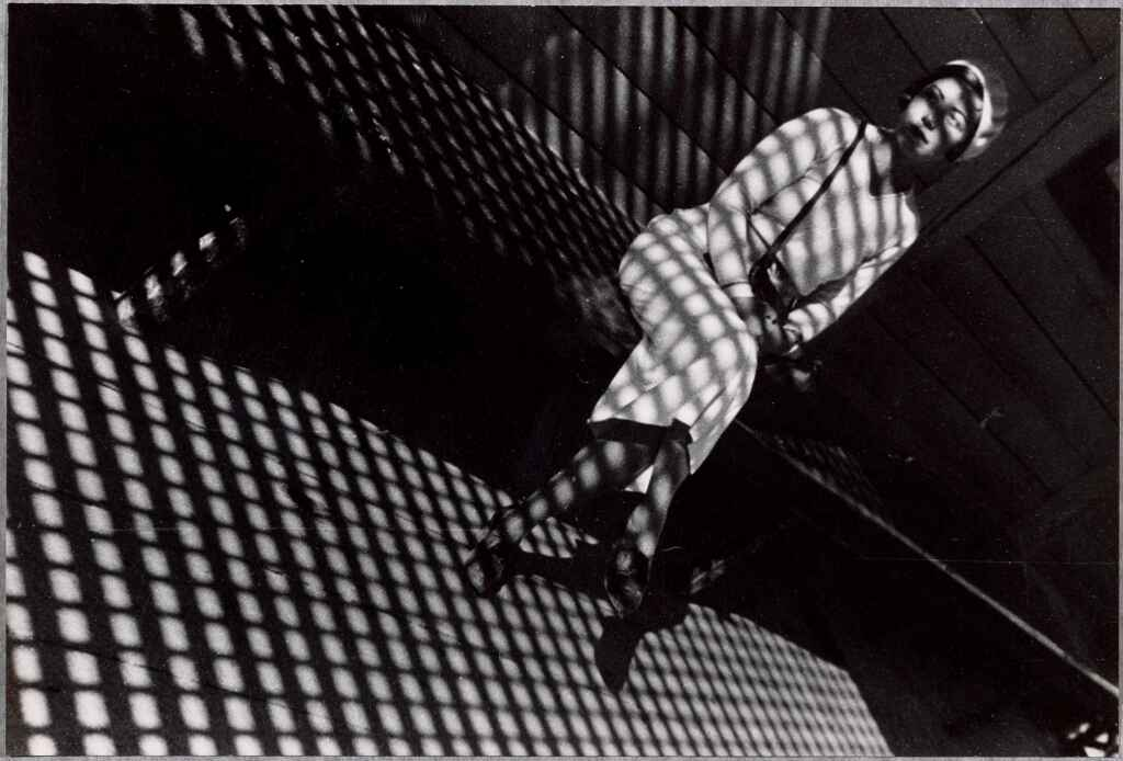 Alexandre Rodtchenko Jeune fille au Leica 1934