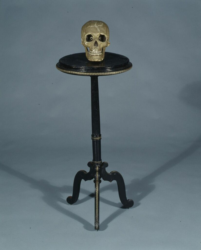 Crâne et guéridon spirites des frères Isola vers 1897