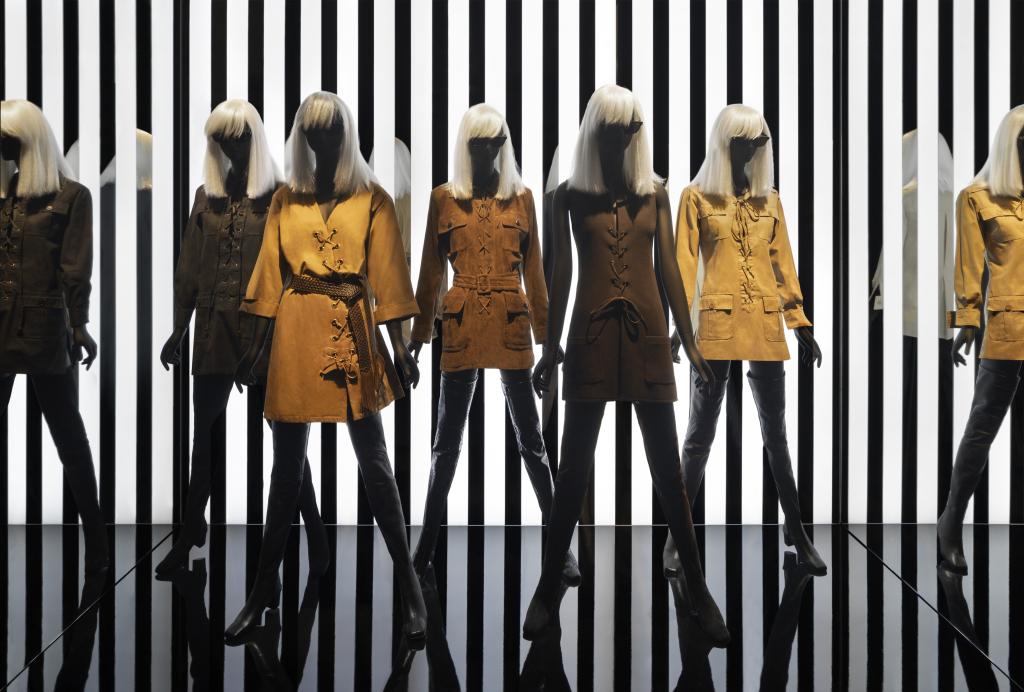 Vue in situ exposition Betty Catroux, Yves Saint Laurent