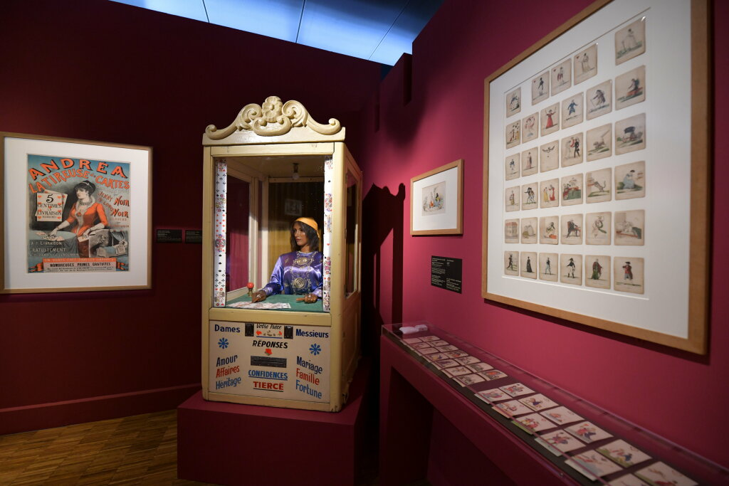 exposition cartomancie entre mystère et imaginaire - Musée de la Carte à Jouer (11)