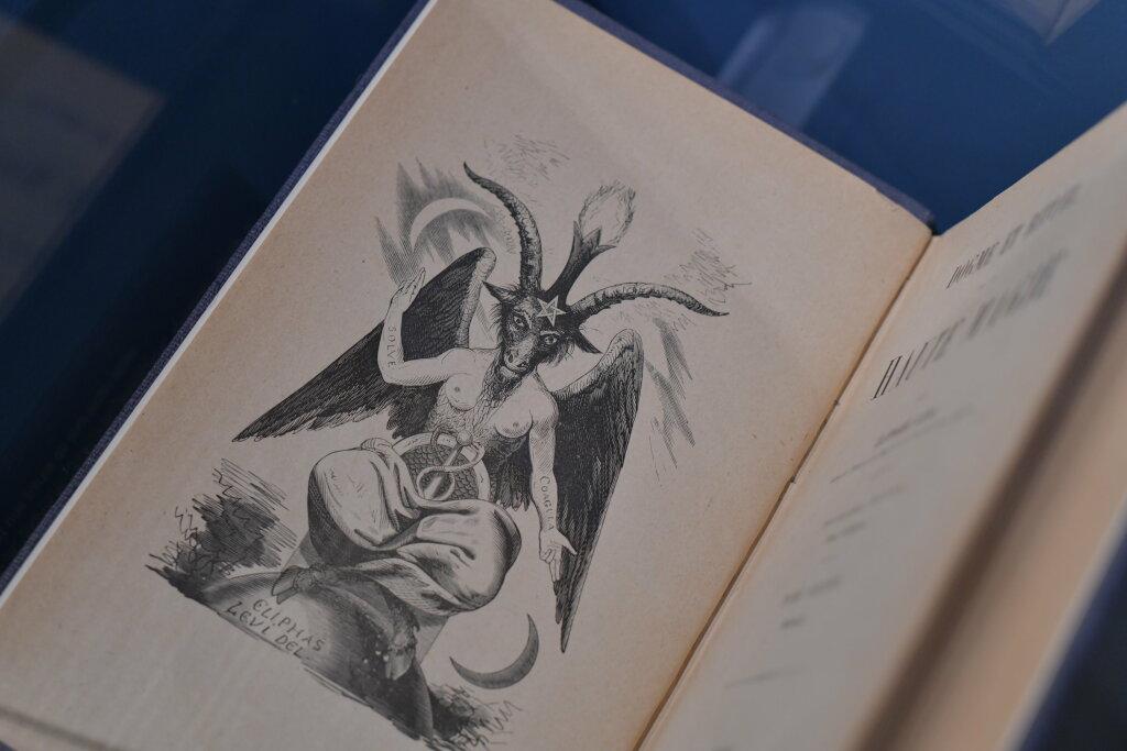 exposition cartomancie entre mystère et imaginaire - Musée de la Carte à Jouer (13)