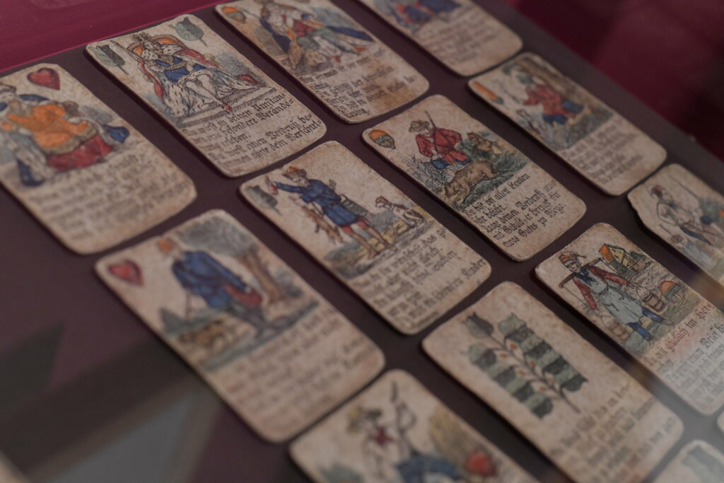 exposition cartomancie entre mystère et imaginaire - Musée de la Carte à Jouer (6)