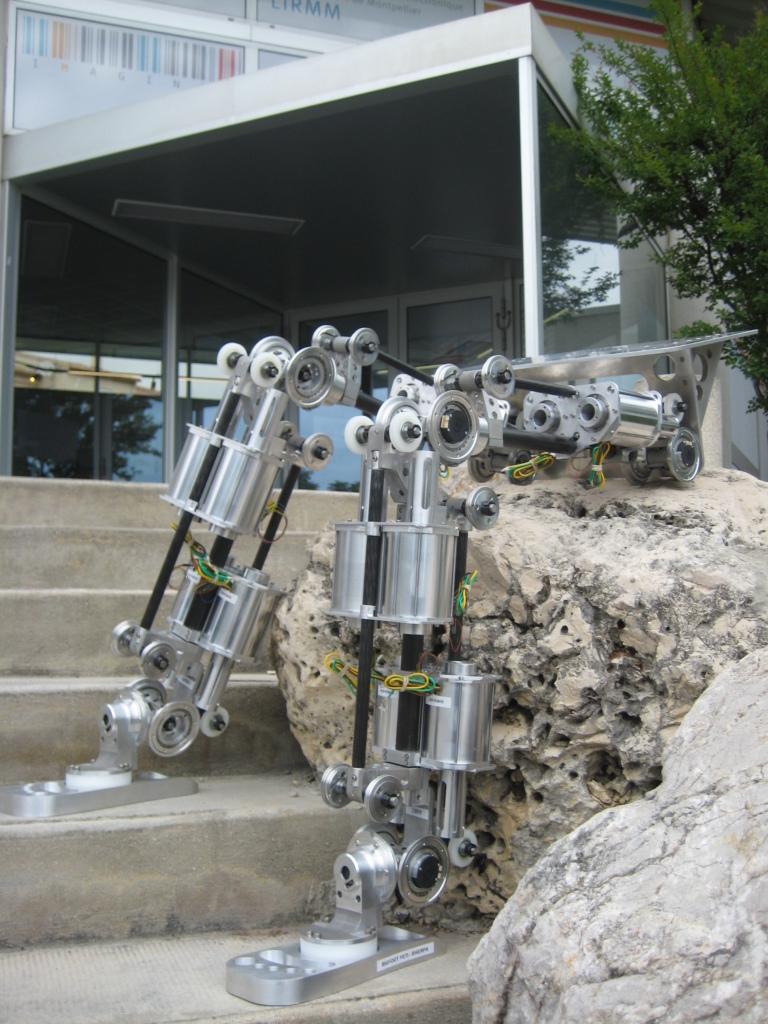 Exposition Prototypes - Robot bipède