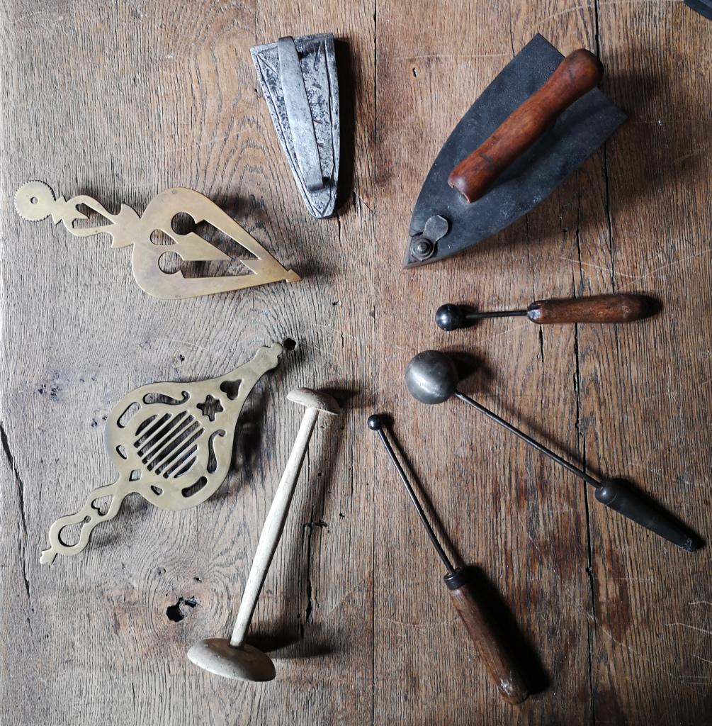 Les travailleuses de l'aiguille - Maison de l'Outil et de la Pensée Ouvrière (3)