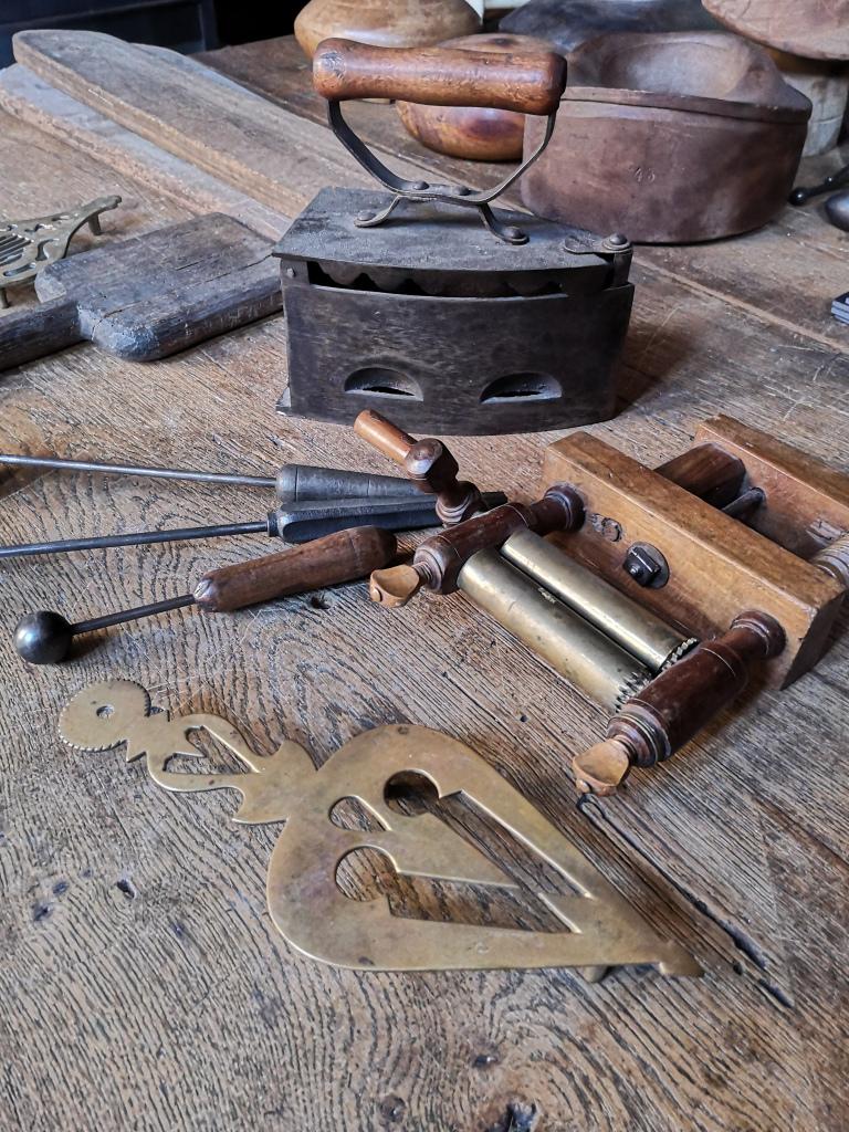 Les travailleuses de l'aiguille - Maison de l'Outil et de la Pensée Ouvrière