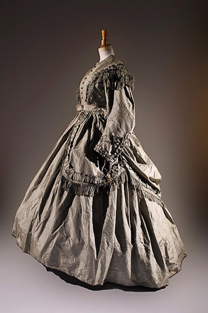 Robe issue de la Collection la Dame d'Atour 3