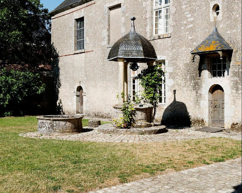 Château de Talcy, façade du logis, Puit
