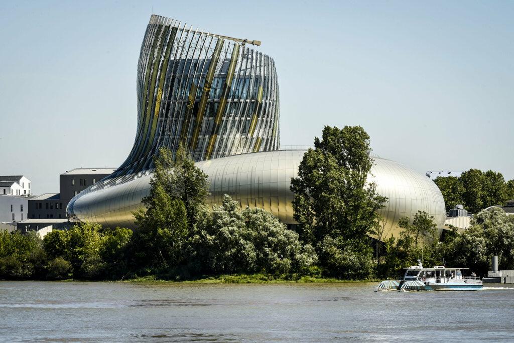 Vue extérieure de la Cité du Vin