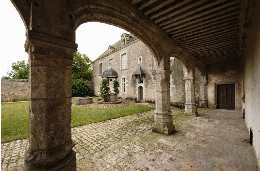 Galerie de la cour d'honneur du Château de Talcy
