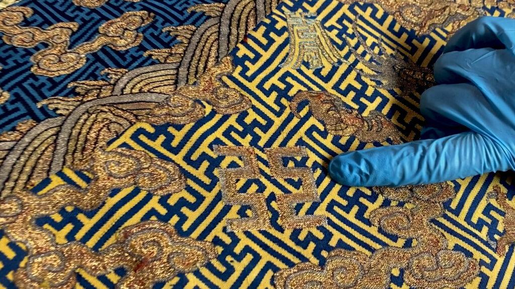 Robe dragon impériale de la collection du musée Guimet