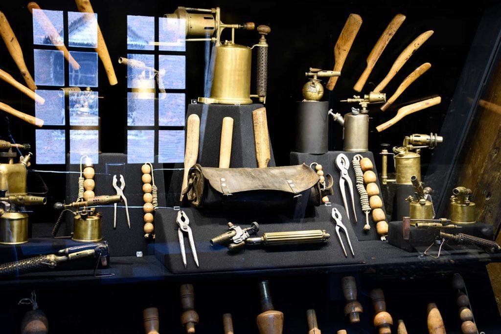 La Maison de l'Outil et de la Pensée Ouvrière, le plombier