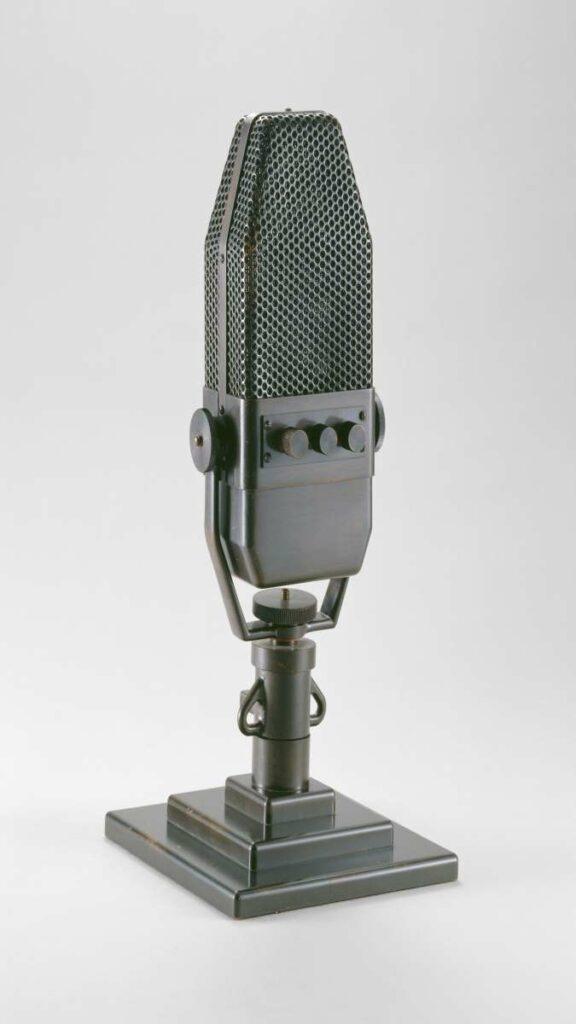 Microphone de la BBC, 1940, Paris, Musée de l'Armée