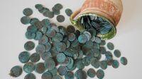 Pièces de monnaie vieilles de 300 ans découvertes sous une église en Slovaquie