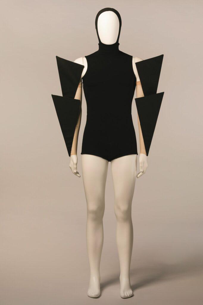 Costume de Gareth Pugh pour Carbon Life , chorégraphie de Wayne McGregor. Création Royal Ballet, Opéra Royal, Londres, 2012.