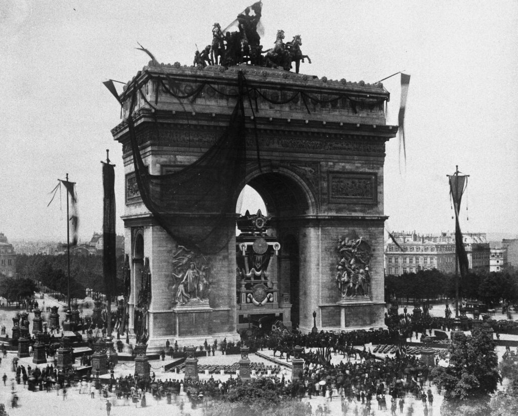 Funérailles de Victor Hugo : l'Arc de Triomphe et le catafalque