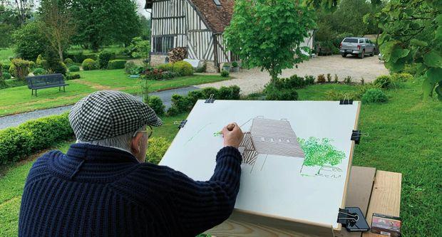 David Hockney dans le jardin de sa maison de Normandie