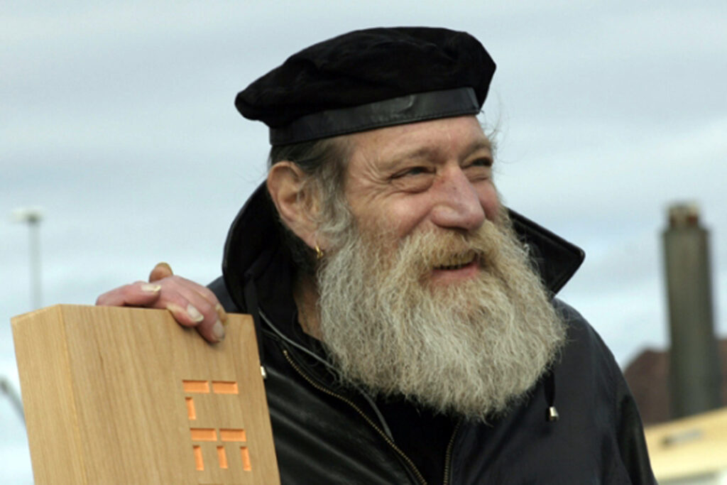 Lawrence Weiner Courtesy moved pictures archive,_nyc