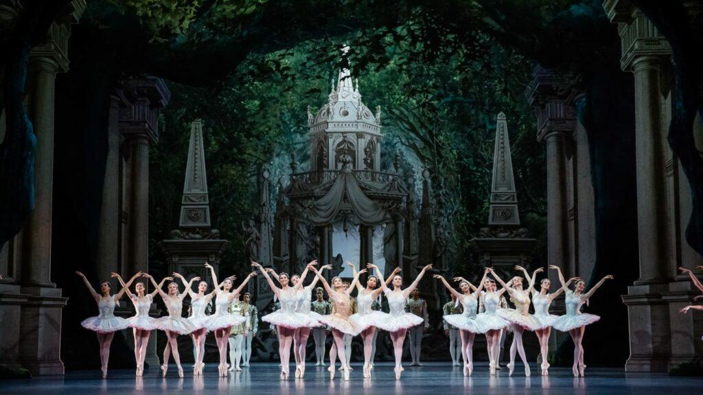 """""""Le songe d'une nuit d'été"""" chorégraphié par Georges Balanchine à l'Opéra de Paris"""