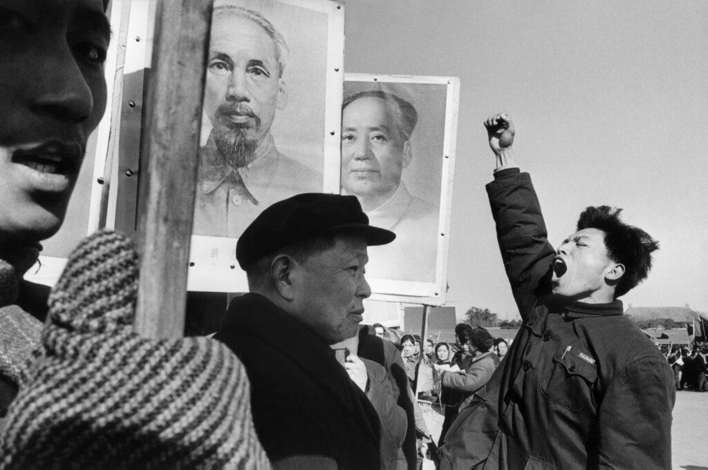 Marc Riboud, Manifestation anti américaine au moment de la guerre du Vietnam - Chine 1965