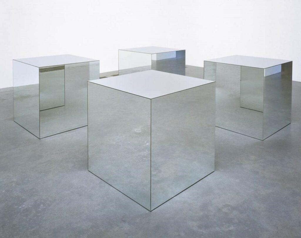 Robert Morris, Mirror cubes, 1965-1971, miroir et bois