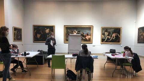 Les élèves de l'école Bosnière de Caen en classe au musée des Beaux-Arts