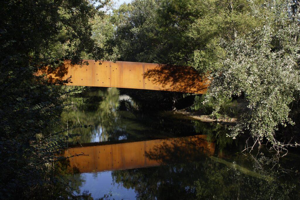 Venet Foundation - Le Pont- tube