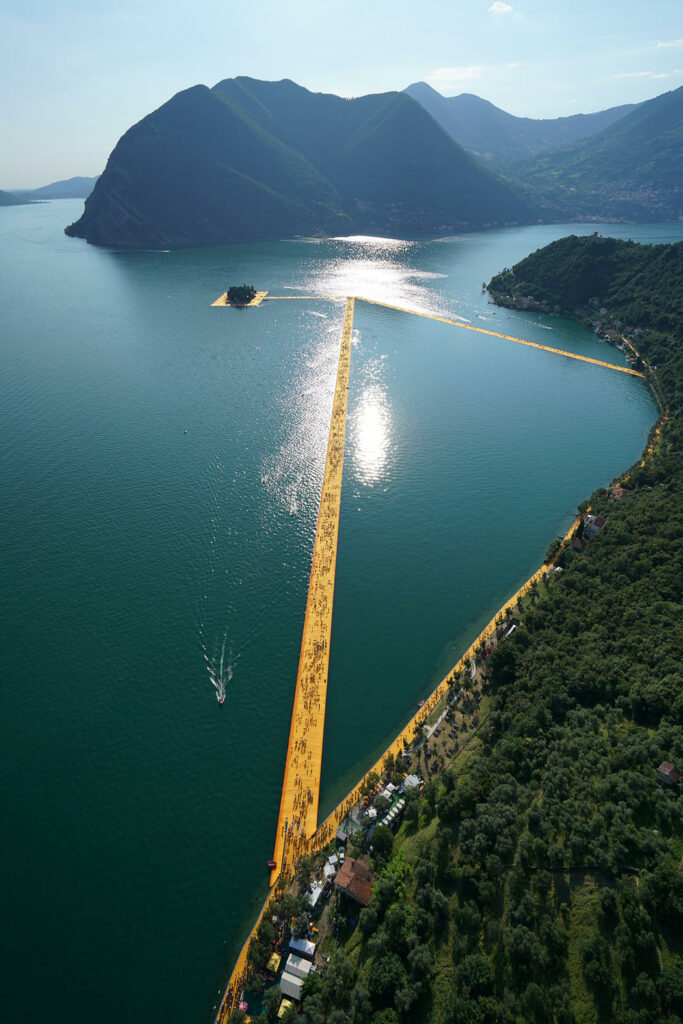 Christo et Jeanne-Claude, The Floating Piers, Lake Iseo, Italy, 2014-16