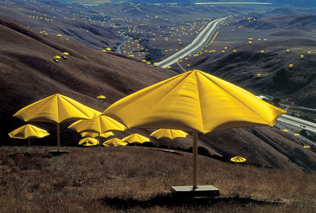 Christo et Jeanne-Claude, The Umbrellas, Japan-USA, 1984-91