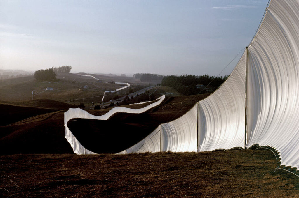 Christo et Jeanne-Claude, Running Fence, Sonoma and Marin Counties, California, 1972-76