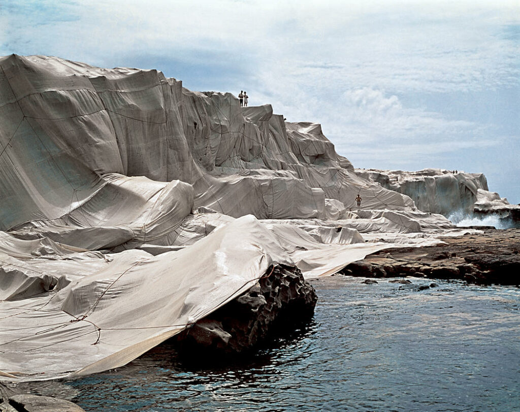 Christo et Jeanne-Claude, Wrapped Coast, One Million Square Feet, Little Bay, Sydney, Australia, 1968-69 -