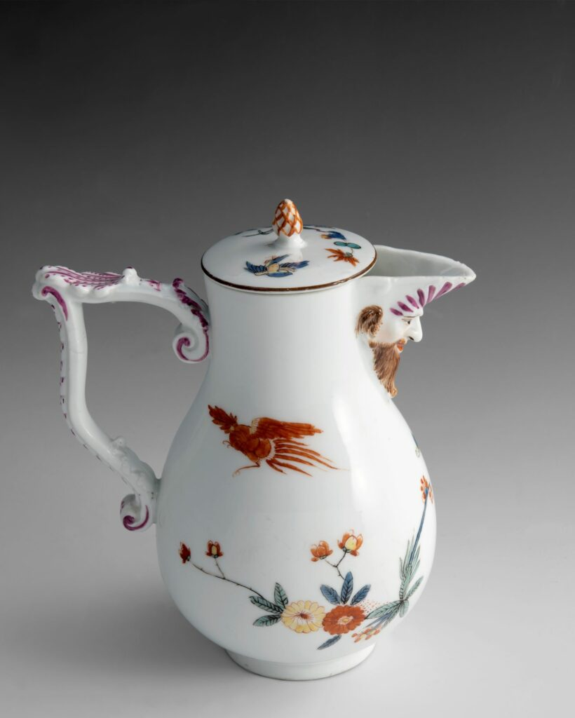 Exposition Meissen folies de porcelaine au musée Ariana-Cafetière,vers1735 Porcelaine,émauxpolychromes