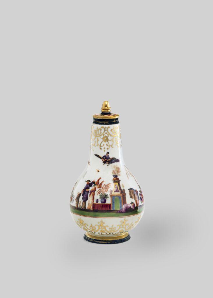 Exposition MeissenFoliesdeporcelaine au musée Ariana- Flacon vers1725